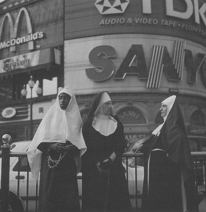 SR Domernatrice of men, Mother Mandragora and Sister Belladonna in Marenga Glorie. Piccadilly Circus LONDON 1992.
